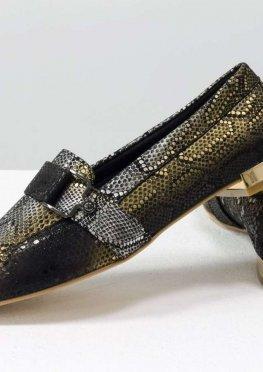 Эксклюзивные туфли - лоферы из шикарной итальянской кожи с текстурой змея на удобном невысоком каблуке золотого цвета