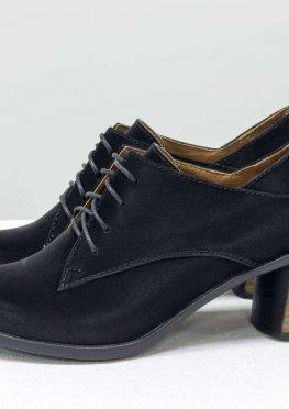 Стильные туфли на шнуровке, из натуральной бархатной кожи черного цвета