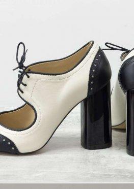 Дизайнерские туфли на каблуке в стиле броги, на шнуровке, из натуральной кожи молочного и черного цвета
