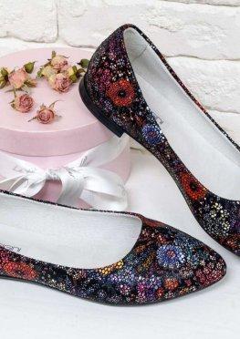Туфли-лодочки на низком ходу из натуральной кожи с невероятно красивым и модным цветочным принтом