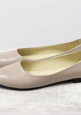 Классические легкие кожаные балетки бежевого цвета