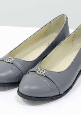 Классические серые туфли из натуральной кожи на низком ходу
