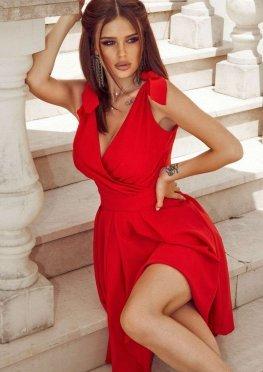 Коктейльное платье миди в красном цвете