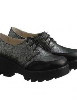 Серые кожаные туфли с лаковым носиком на танкетке