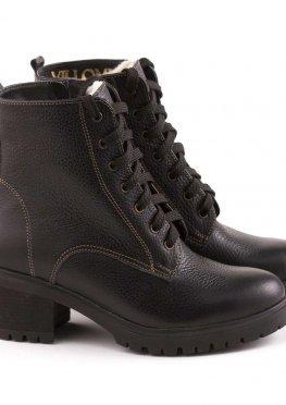 Демисезонные ботинки черного цвета на шнуровке