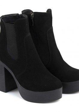 Замшевые ботинки на каблуке черного цвета