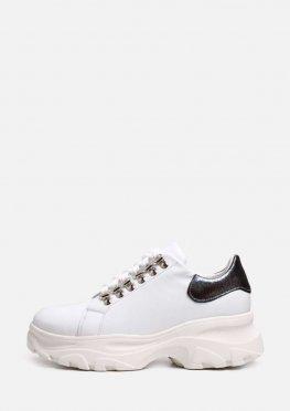 Белые туфли со шнурком на массивной подошве