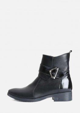 Женские низкие кожаные ботинки на невысоком каблуке с пряжкой