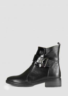 Зимние женские ботинки на невысоком каблуке с лаковыми вставками
