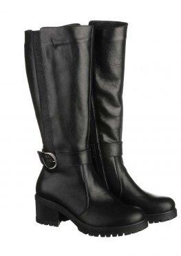 Элегантные сапоги черного цвета со вставкой и ремешком