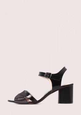 Черные открытые кожаные босоножки на каблуке
