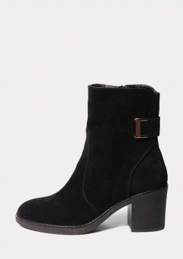 Черные замшевые ботинки на среднем каблуке