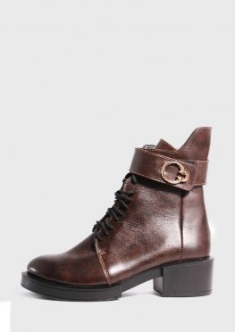 Коричневые кожаные ботинки на каблуке