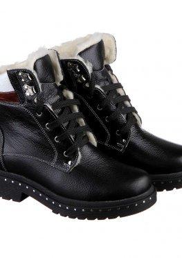 Спортивные ботинки черного цвета на шнуровке