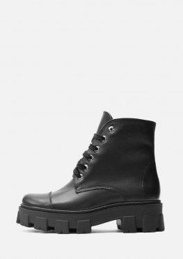 Зимние ботинки из черной глянцевой кожи