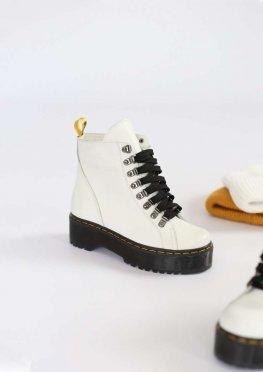 Белые кожаные ботинки на байке