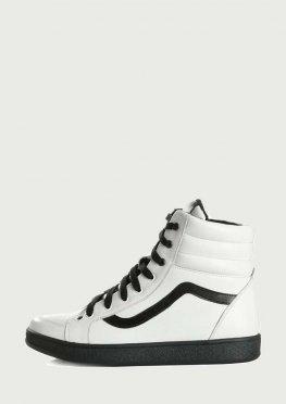 Белые ботинки спортивного кроя из натуральной кожи с черной подошвой