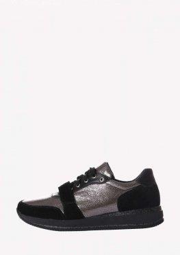 Кожаные кроссовки с серебристыми вставками и липучкой