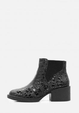 Женские кожаные ботинки с лаковым узором