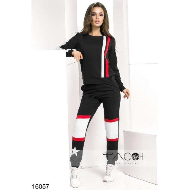 Спортивный костюм с контрастными вставками