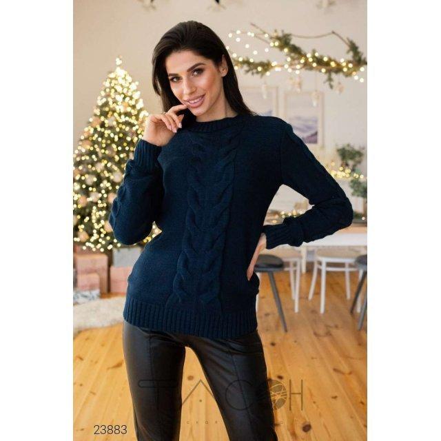 Вязаный свитер с узором косичкой