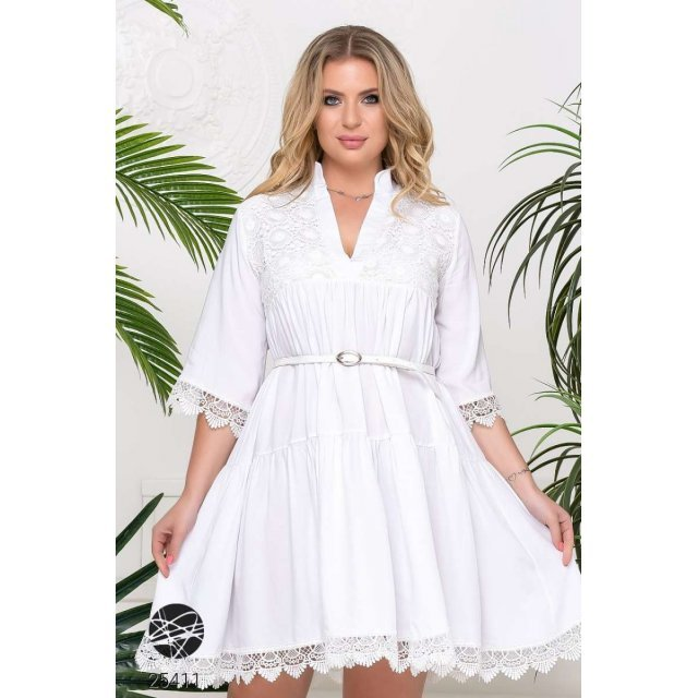 Платье с отделкой кружевом