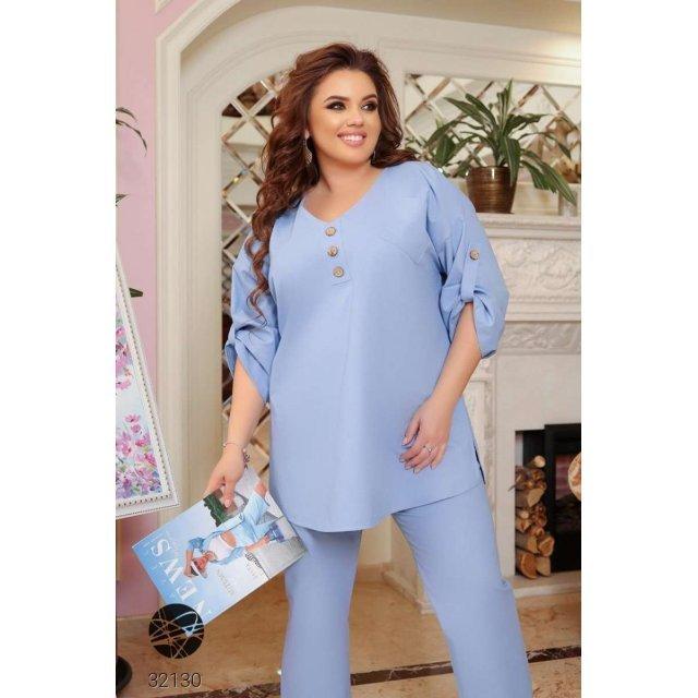 Льняной костюм из блузы и брюк прямого кроя (32130)