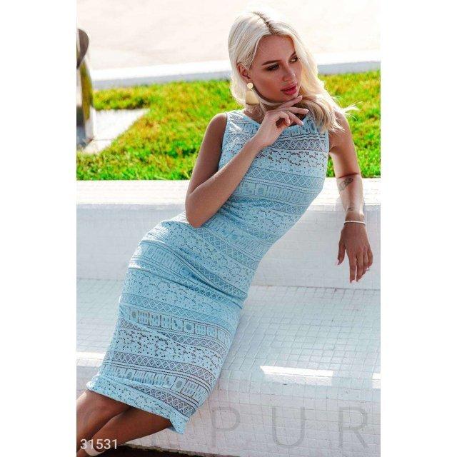 Гипюровое приталенное платье