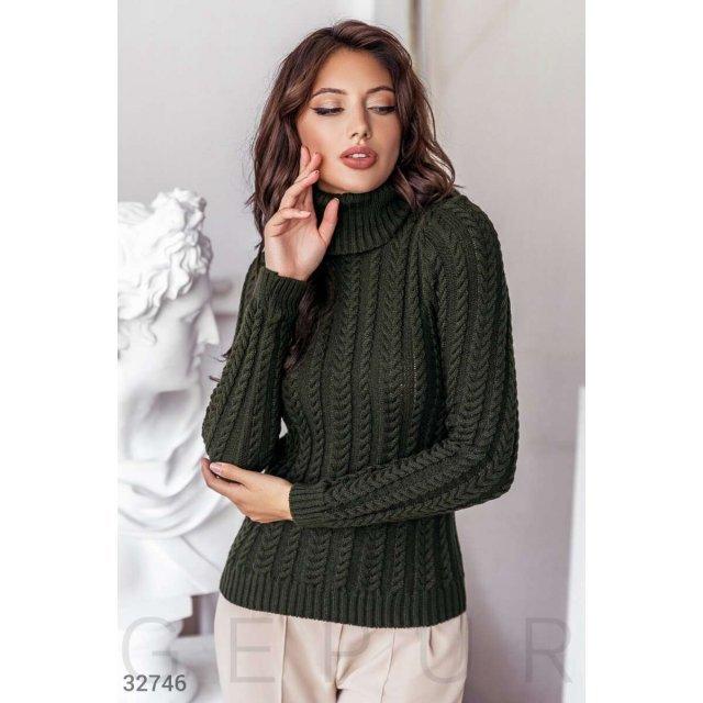 Вязаный свитер темно-зеленого цвета