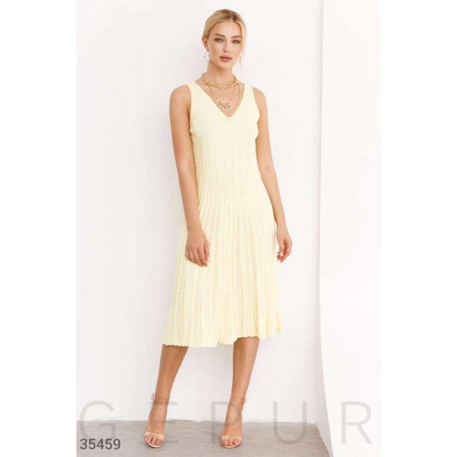 Вязаное платье бледно-желтого цвета