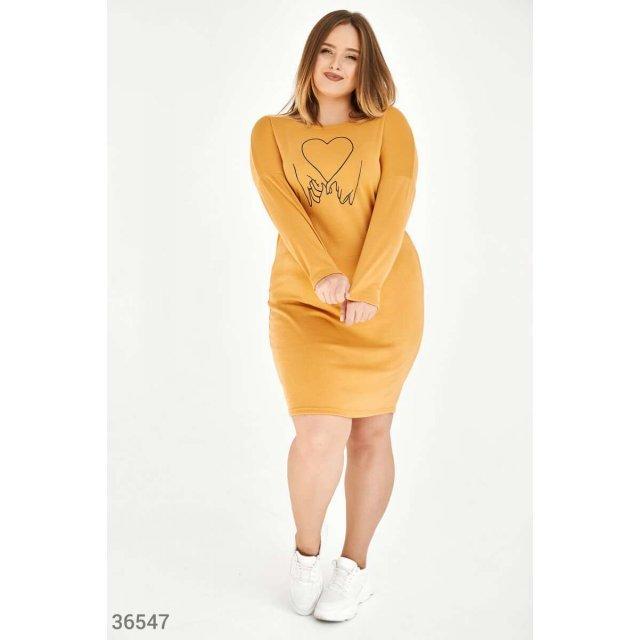 Горчичное платье с принтом