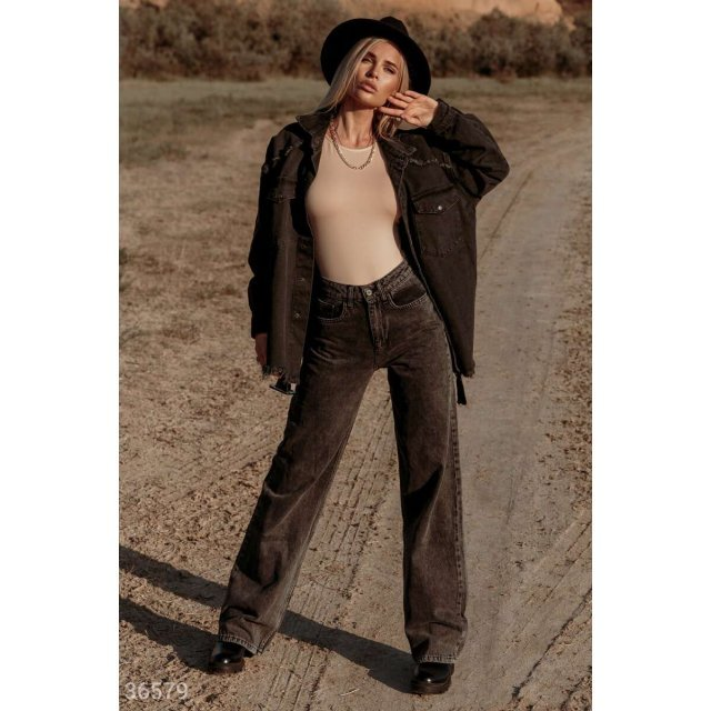 Трендовые джинсы с широкими штанинами