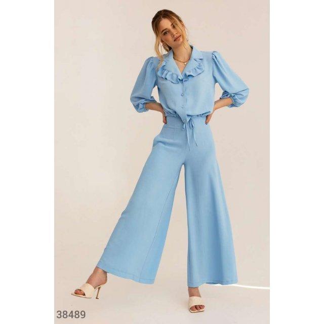Легкий небесно-голубой костюм (38489)