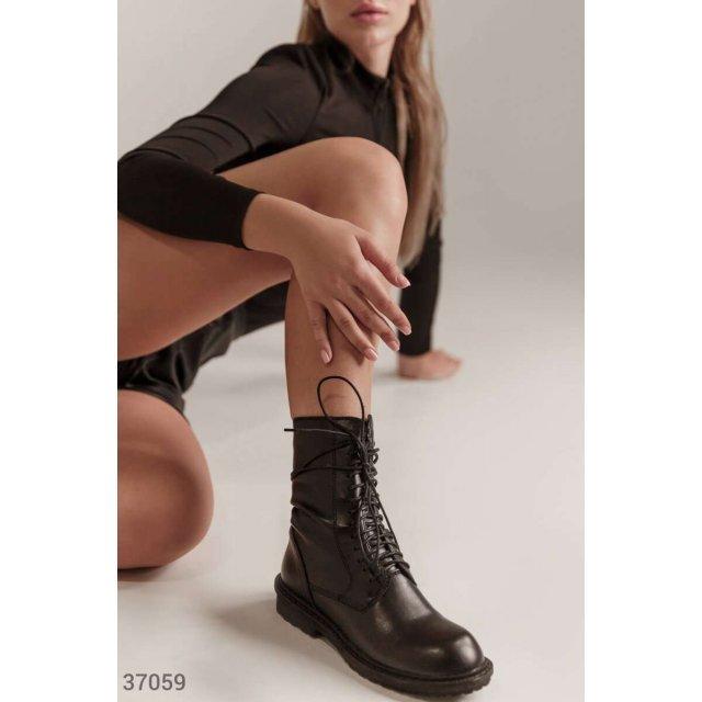 Кожаные ботинки со шнуровкой