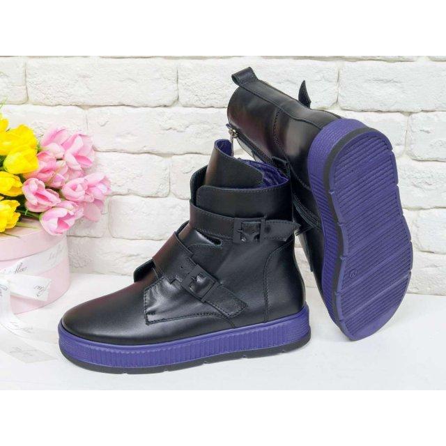 Женские черные кожаные Ботинки с ремнями на каждый день, выполнены на прорезиненой фиолетовой подошве