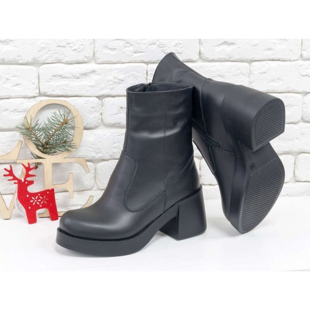 Женские ботинки из натуральной кожи черного цвета